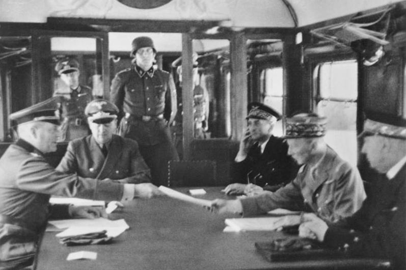 عربة القطار اللتى تم فيها توقيع معادتى استسلام المانيا وفرنسا